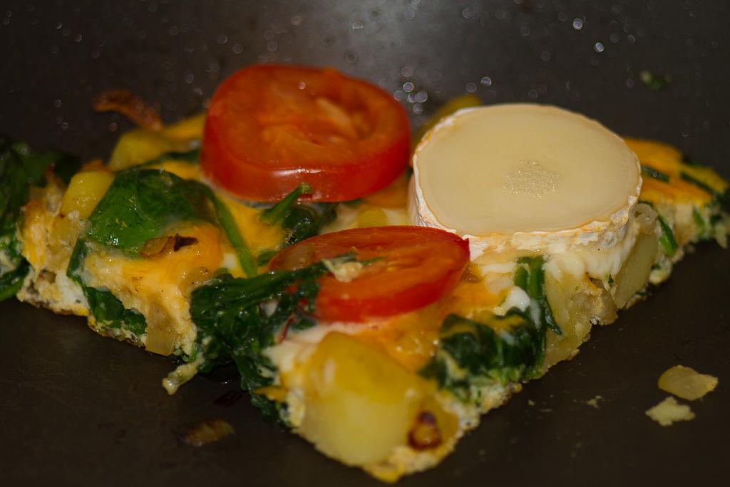 Frittata z ziemniakami, szpinakiem i kozim serem
